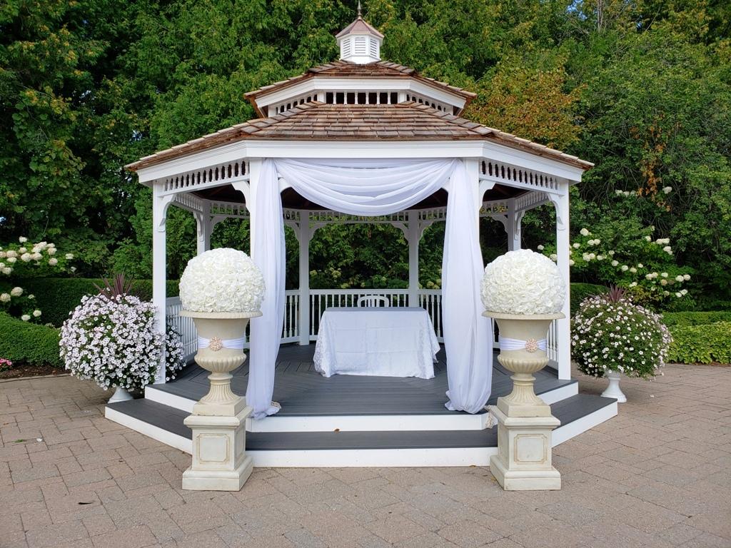 Ivory Urns, Pedestals & Rose Balls for rent