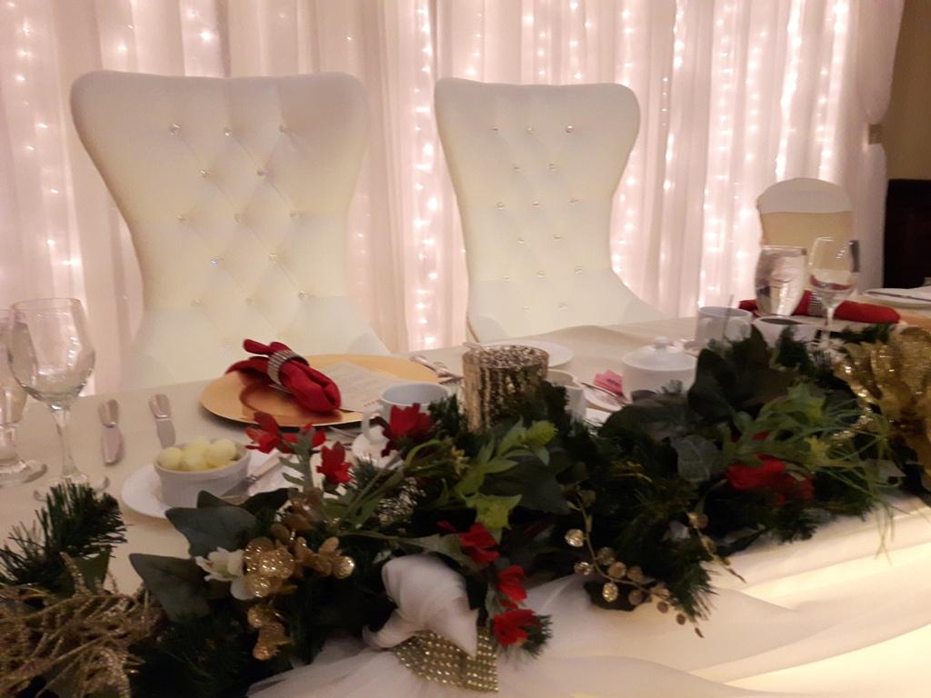 Holiday Garland Table Decor