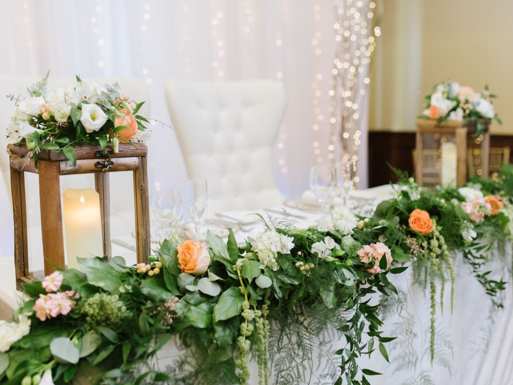 Fresh Garland with Wood Lanterns Sweet Heart Table
